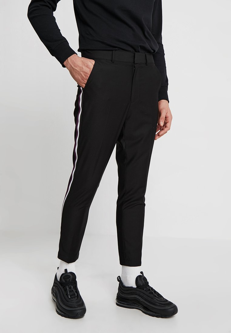 Mennace - SLIM TAPERED TROUSER WITH SIDE TAPE - Trousers - black