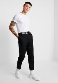 Mennace - TAPERED  - Chino kalhoty - black - 1