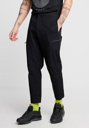 TECH ZIP POPLIN CROPPED - Cargo trousers - black
