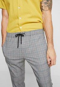 Mennace - POW CHECK SMART JOGGER - Kalhoty - grey - 3