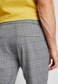 Mennace - POW CHECK SMART JOGGER - Kalhoty - grey - 5