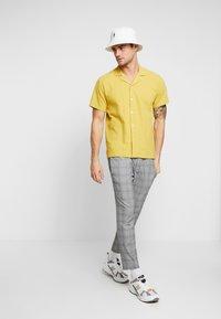 Mennace - POW CHECK SMART JOGGER - Kalhoty - grey - 1
