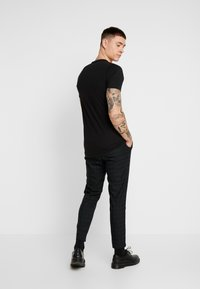 Mennace - SLIM TROUSER BLACKWATCH - Pantalon classique - green - 2