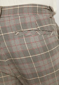 Mennace - TAPER TROUSER HUNTERS CHECK - Pantaloni - beige - 4