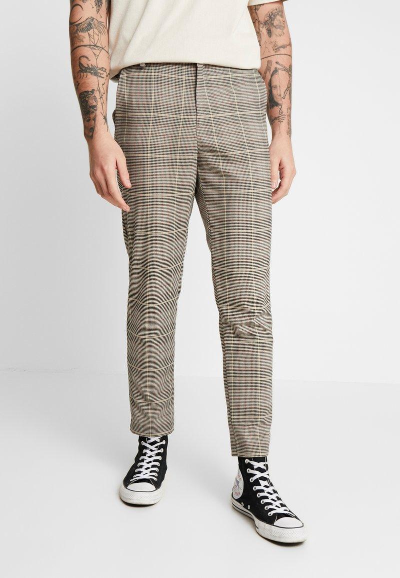 Mennace - TAPER TROUSER HUNTERS CHECK - Pantaloni - beige