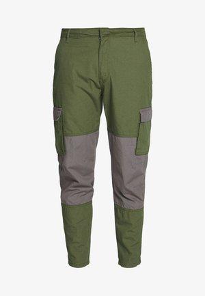 UTILITY MIXED TROUSERS - Pantaloni cargo - khaki
