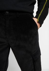 Mennace - UTILITY TROUSERS - Pantaloni cargo - black - 5