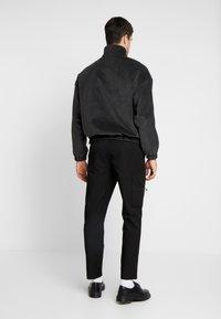 Mennace - ONE  - Kalhoty - black - 2
