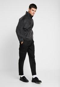 Mennace - ONE  - Kalhoty - black - 1