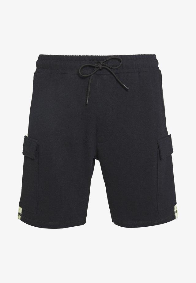 BRANDED MENNACE LIMITED SIDE TAPE - Shorts - black