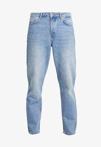 Mennace - GRIFFIN DAD JEAN - Slim fit jeans - light blue - 3