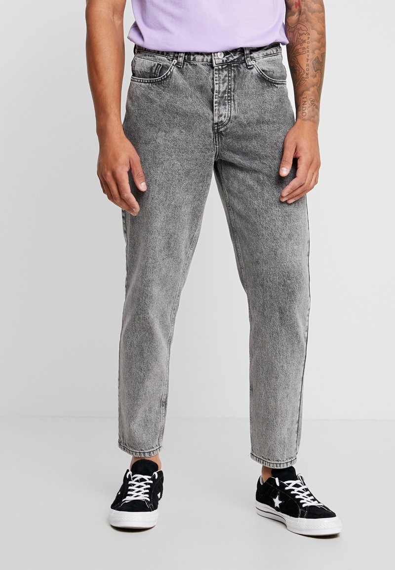 Mennace - GRIFFIN DAD - Jeans Relaxed Fit - grey