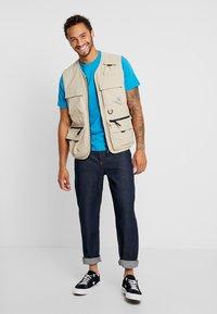 Mennace - GRIFFIN DAD - Straight leg jeans - indigo - 1