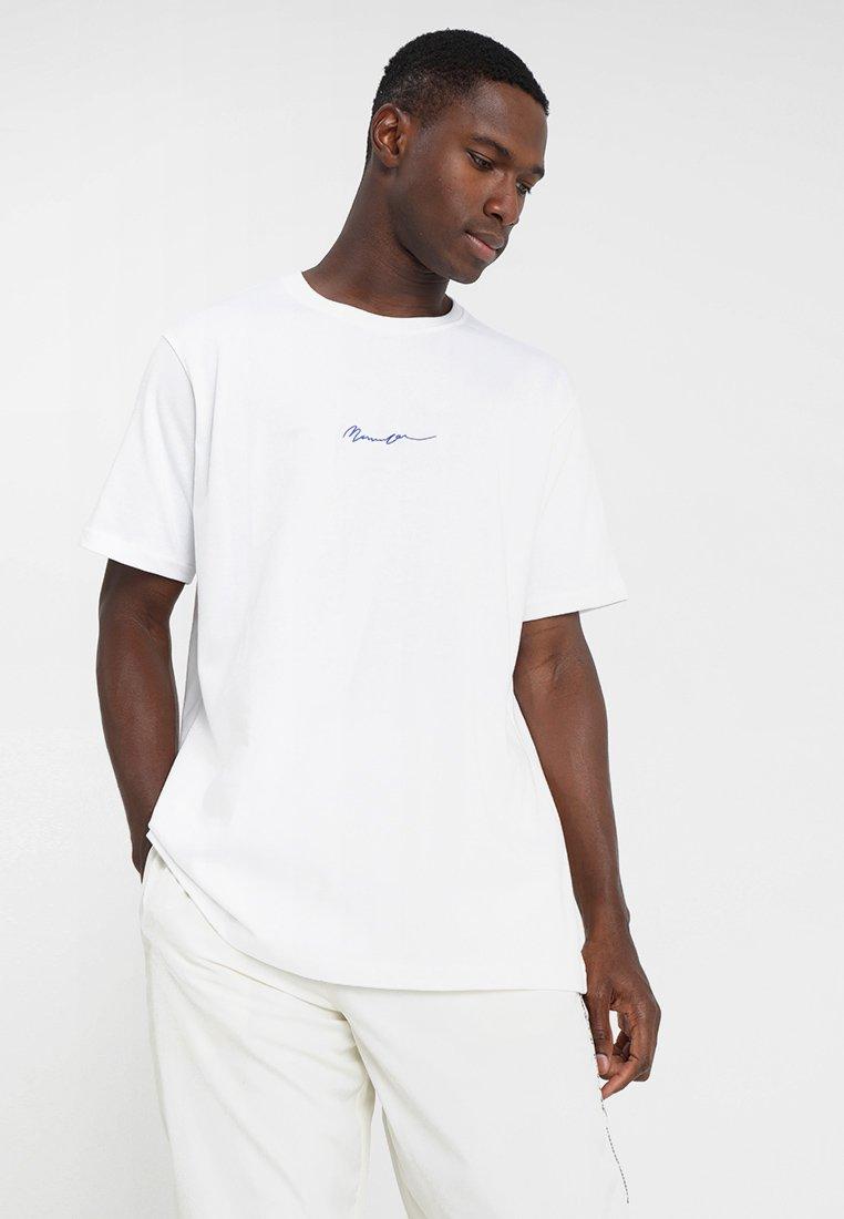 Mennace - ESSENTIAL REGULAR RELAXED SIG TEE - T-shirt - bas - white