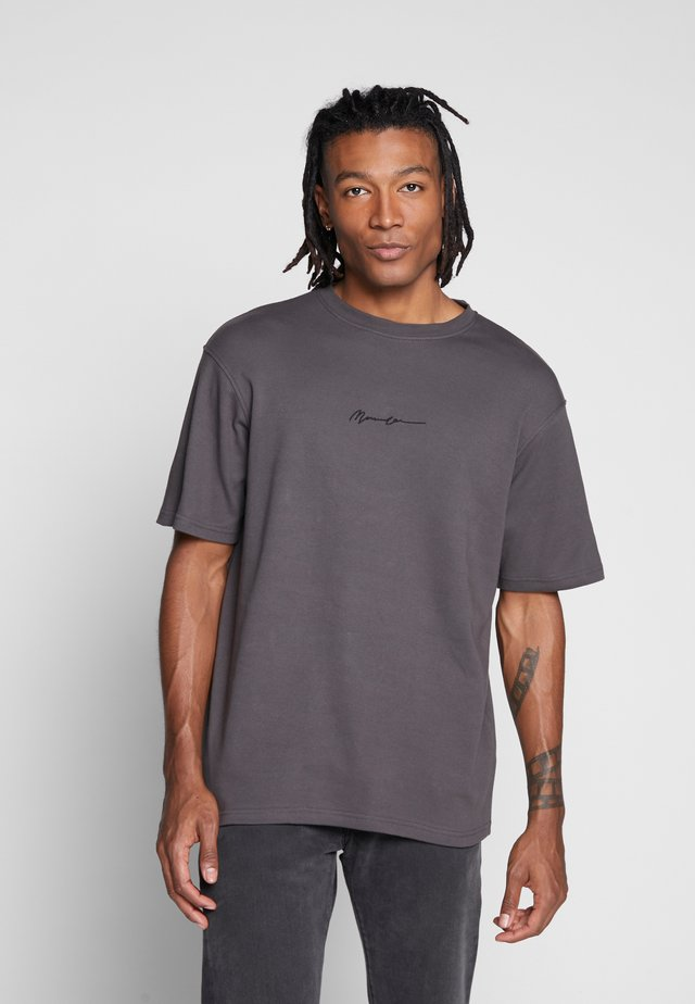 ESSENTIAL REGULAR RELAXED SIG TEE - T-shirts - charcoal