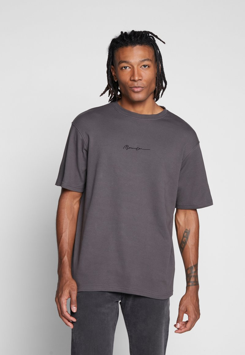 Mennace - ESSENTIAL REGULAR RELAXED SIG TEE UNISEX - T-shirt - bas - charcoal