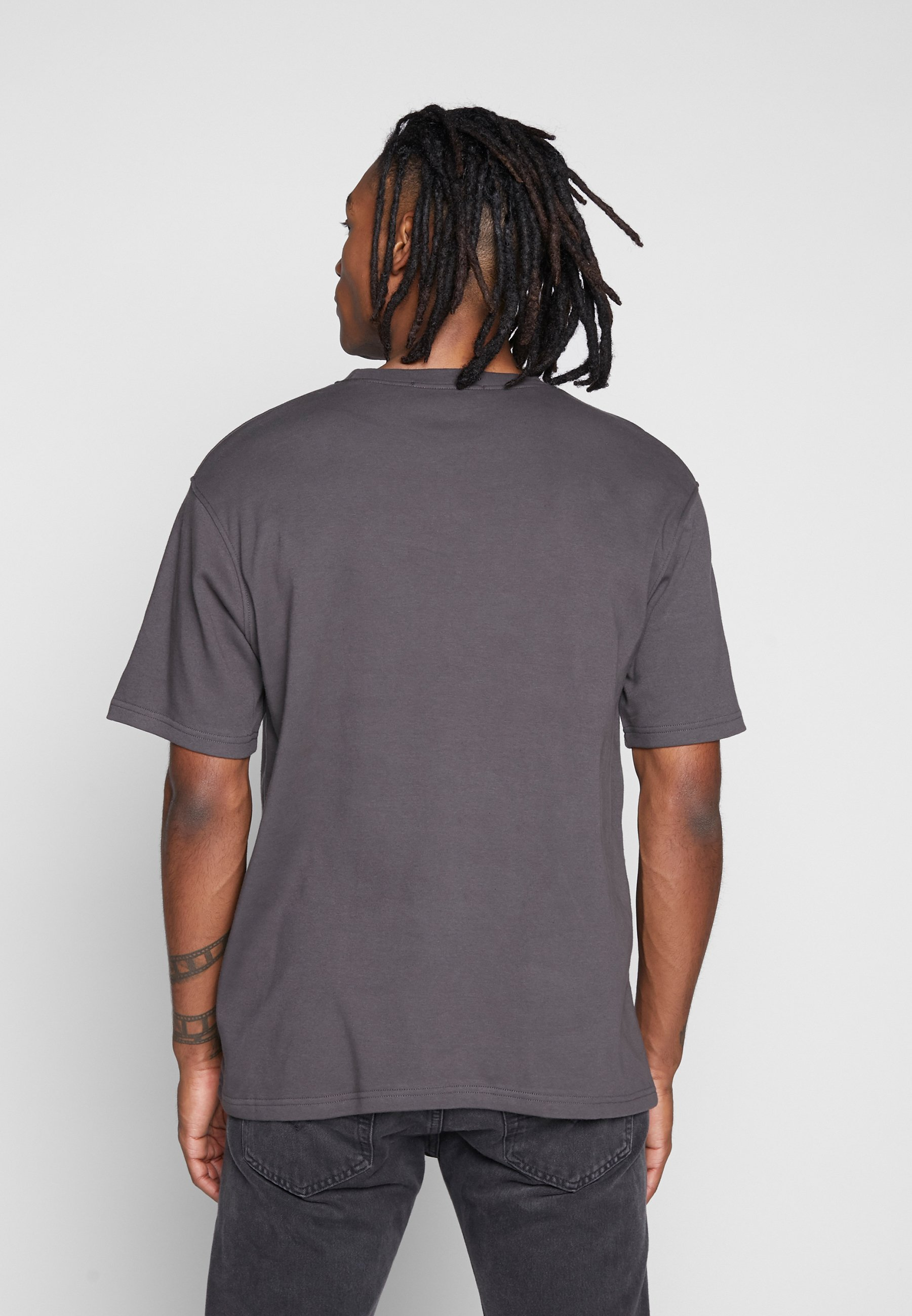 Mennace Essential Regular Relaxed Sig Tee - T-shirt Basique Charcoal
