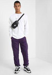 Mennace - ESSENTIAL SIGNATURE TEE - Langarmshirt - white - 1