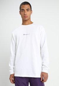 Mennace - ESSENTIAL SIGNATURE TEE - Langarmshirt - white - 0
