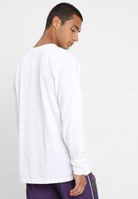 Mennace - ESSENTIAL SIGNATURE TEE - Langarmshirt - white - 2