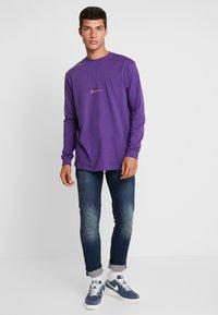Mennace - ESSENTIAL SIGNATURE TEE - Long sleeved top - purple - 1