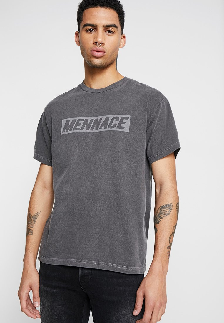 Mennace - WASHED TEE WITH REFLECTIVE PRINT - T-shirt imprimé - washed black