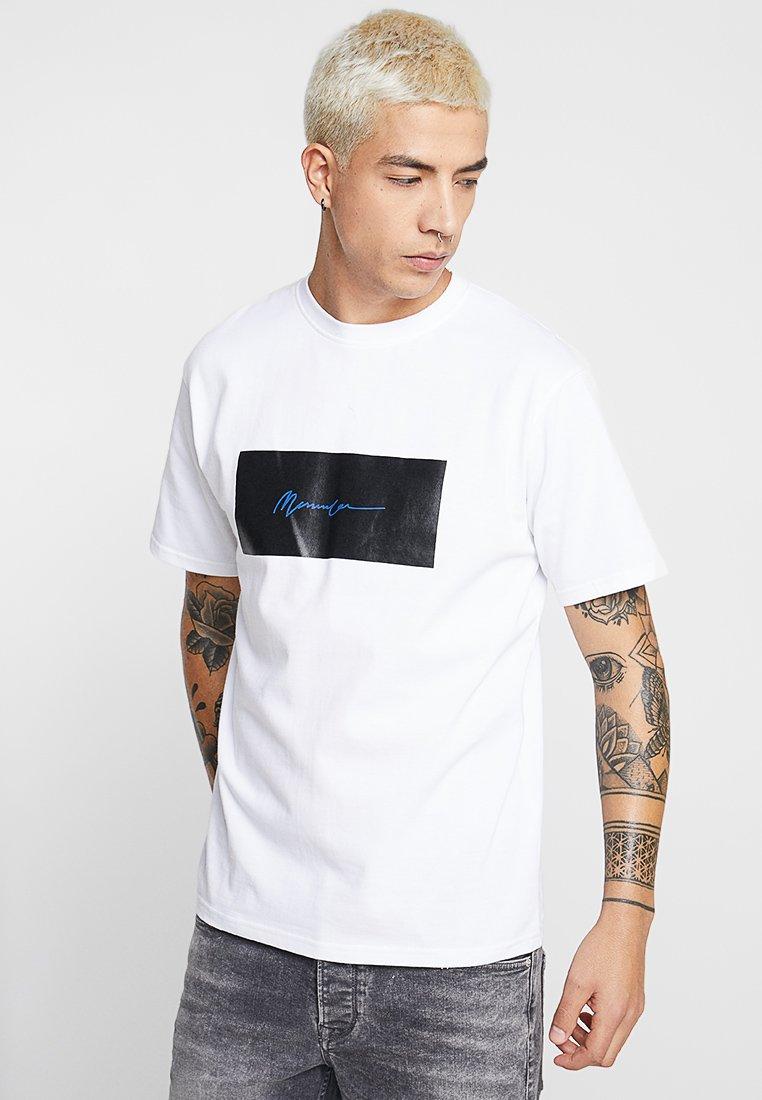 Mennace - BOX LOGO SIGNATURE TEE - T-shirt con stampa - white