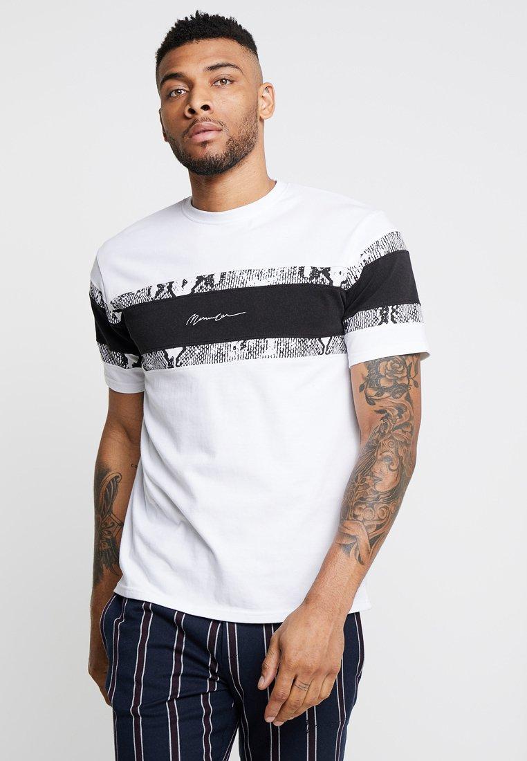 Mennace - SNAKE PRINT PANNELED TEE - T-Shirt print - white