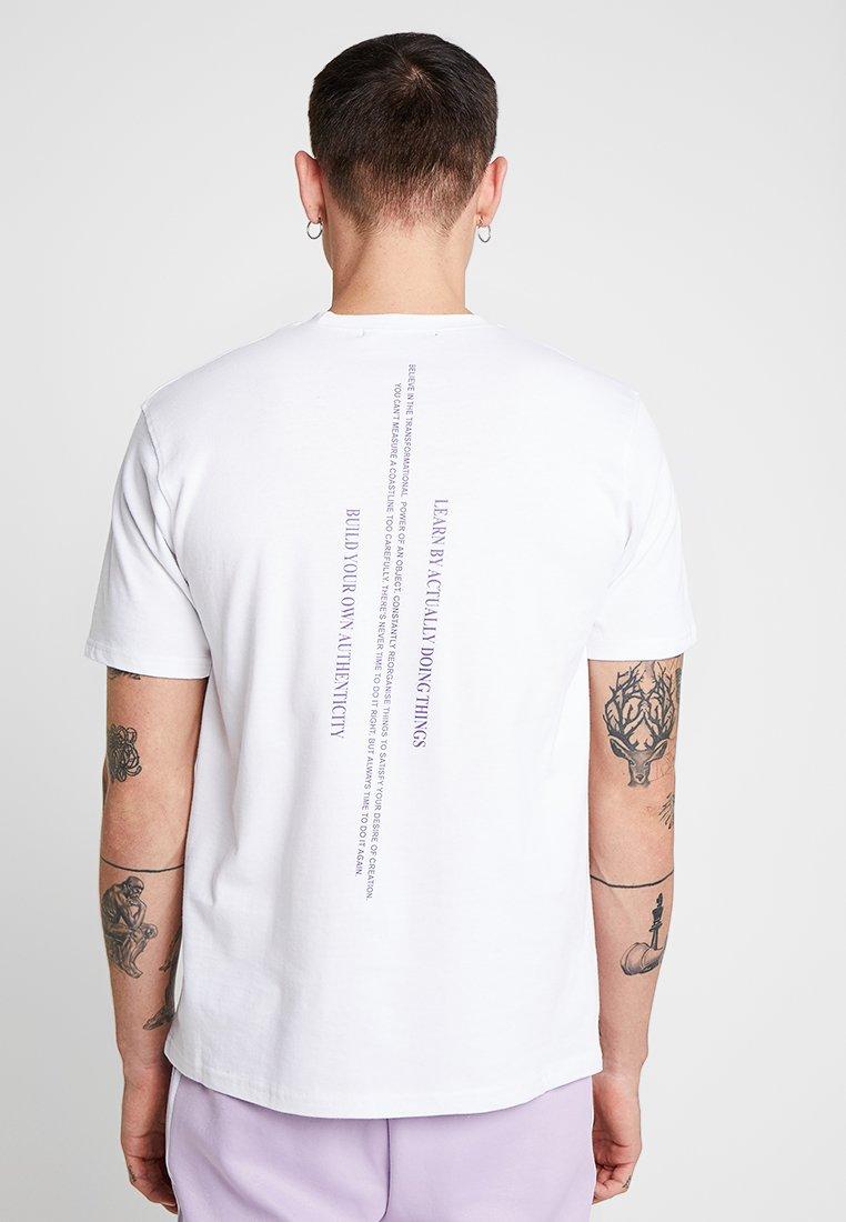 Mennace - BYOA BACK PRINT TEE - T-Shirt print - white