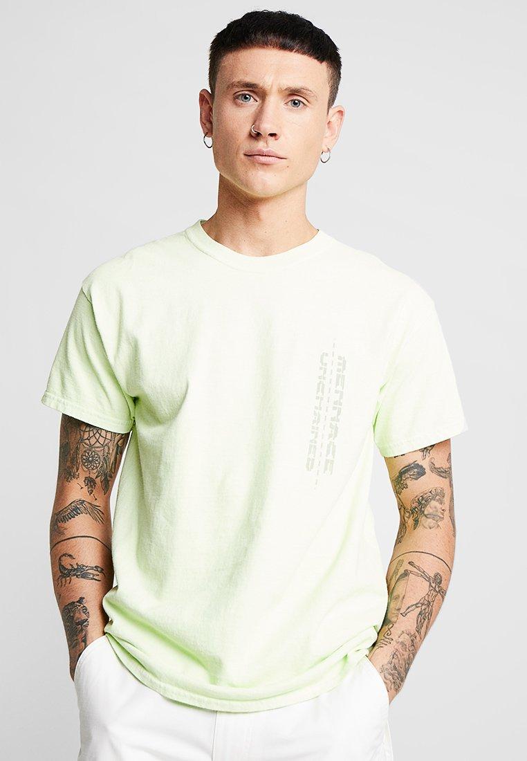Mennace - SMILEY BACK  - T-Shirt print - yellow