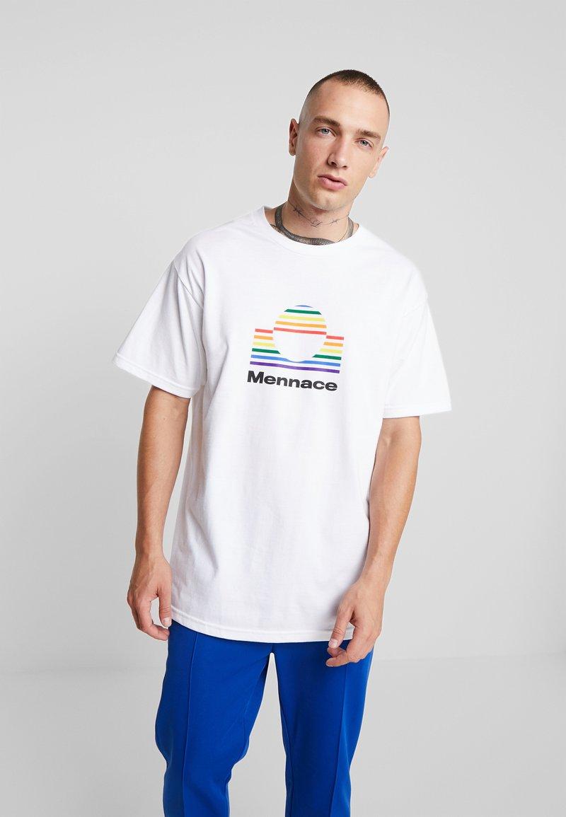 Mennace - LARGE RAINBOW CIRCLE  - Print T-shirt - white