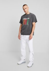Mennace - EDITIONS REPEATER - T-shirt med print - black - 1