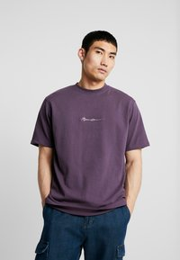 Mennace - ESSENTIAL SIG - Basic T-shirt - purple - 0