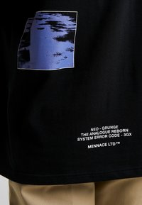 Mennace - SYSTEM OVERIDE TEE - Triko spotiskem - black - 5