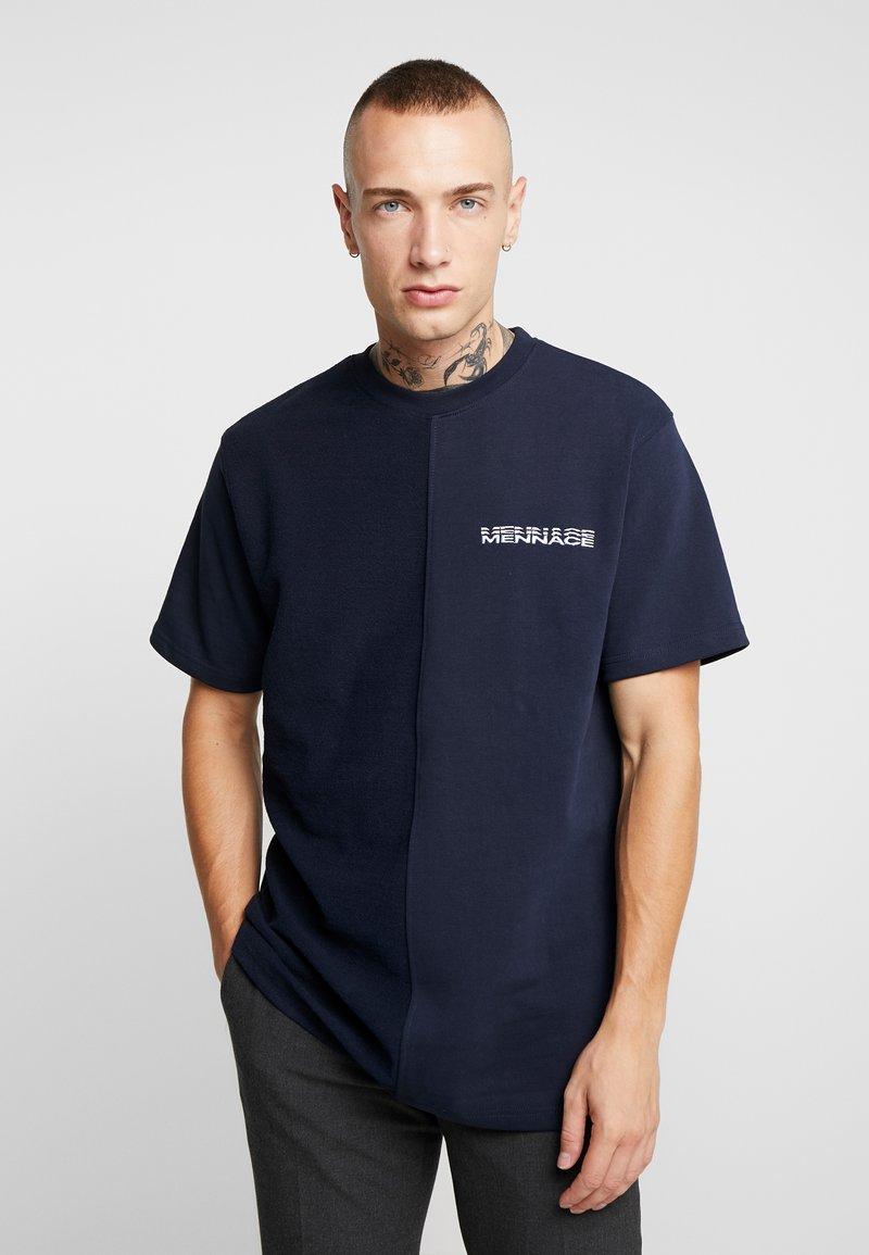 Mennace - CONTRAST TEXTURE - Camiseta estampada - navy