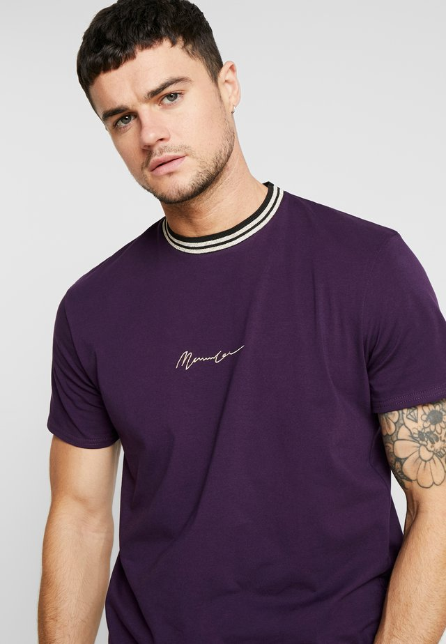 METALLIC EMBROIDERY SIGNATURE - T-Shirt print - purple