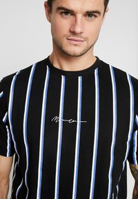 Mennace - STRIPE - T-shirt med print - black - 4