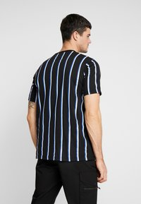 Mennace - STRIPE - T-shirt med print - black - 2