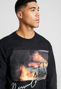 Mennace - BURNING CAR - Longsleeve - black - 3