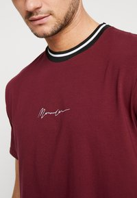 Mennace - RINGER  - Camiseta básica - burg - 5