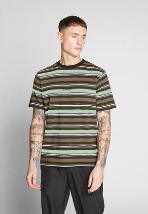 SKATE MULTI STRIPE - Print T-shirt - khaki