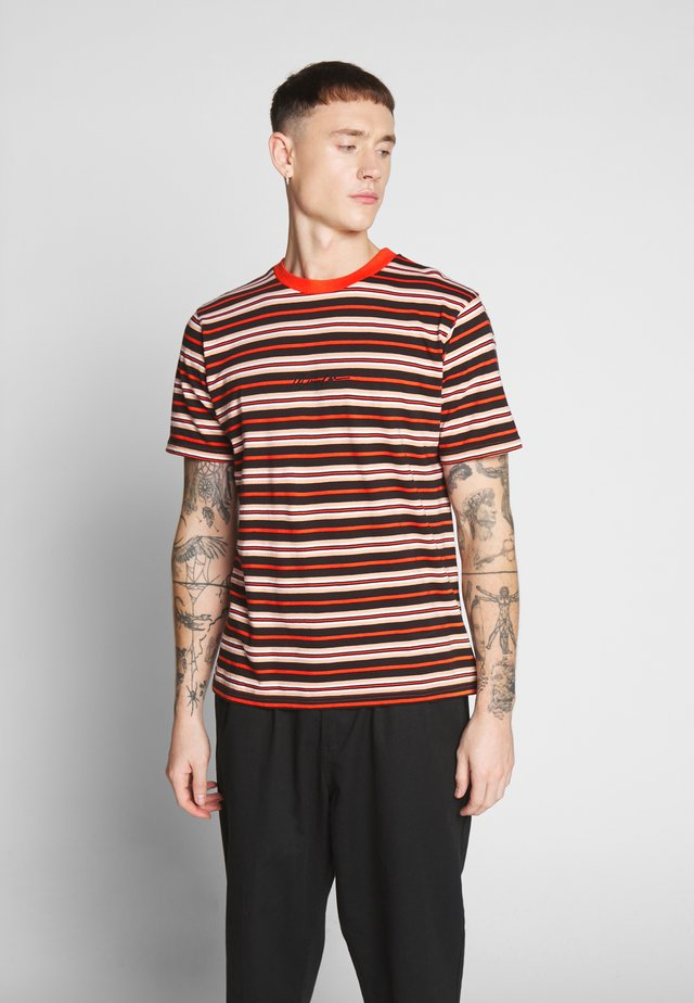 SKATE MULTI STRIPE - Printtipaita - orange