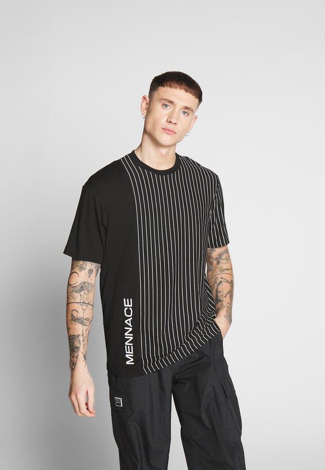 UNISEX VERTICAL STRIPE SIDE PRINT - T-shirt med print - black