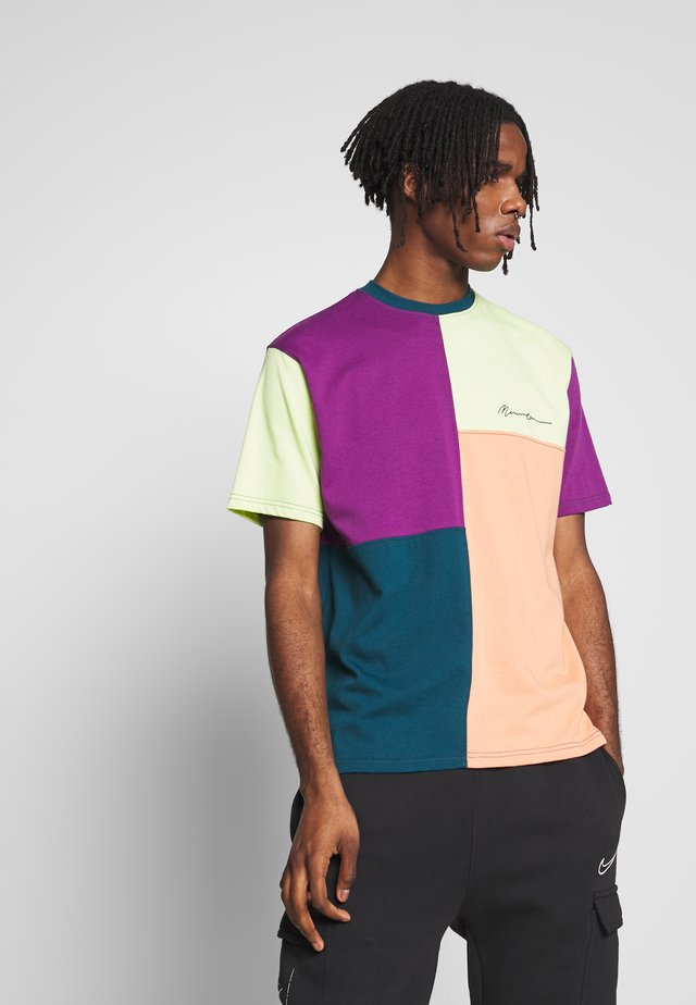 SPLICED PATCHWORK  - T-shirt med print - multi-coloured