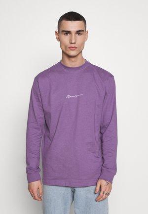 ESSENTIAL SIGNATURE - Basic T-shirt - lilac