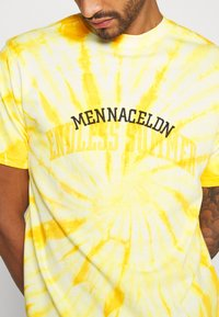 Mennace - ENDLESS SUMMER SWIRL TIE DYE TEE - Print T-shirt - yellow - 5