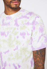 Mennace - BULGE SPOTTED  - Print T-shirt - multi - 5