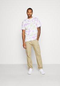 Mennace - BULGE SPOTTED  - Print T-shirt - multi - 1