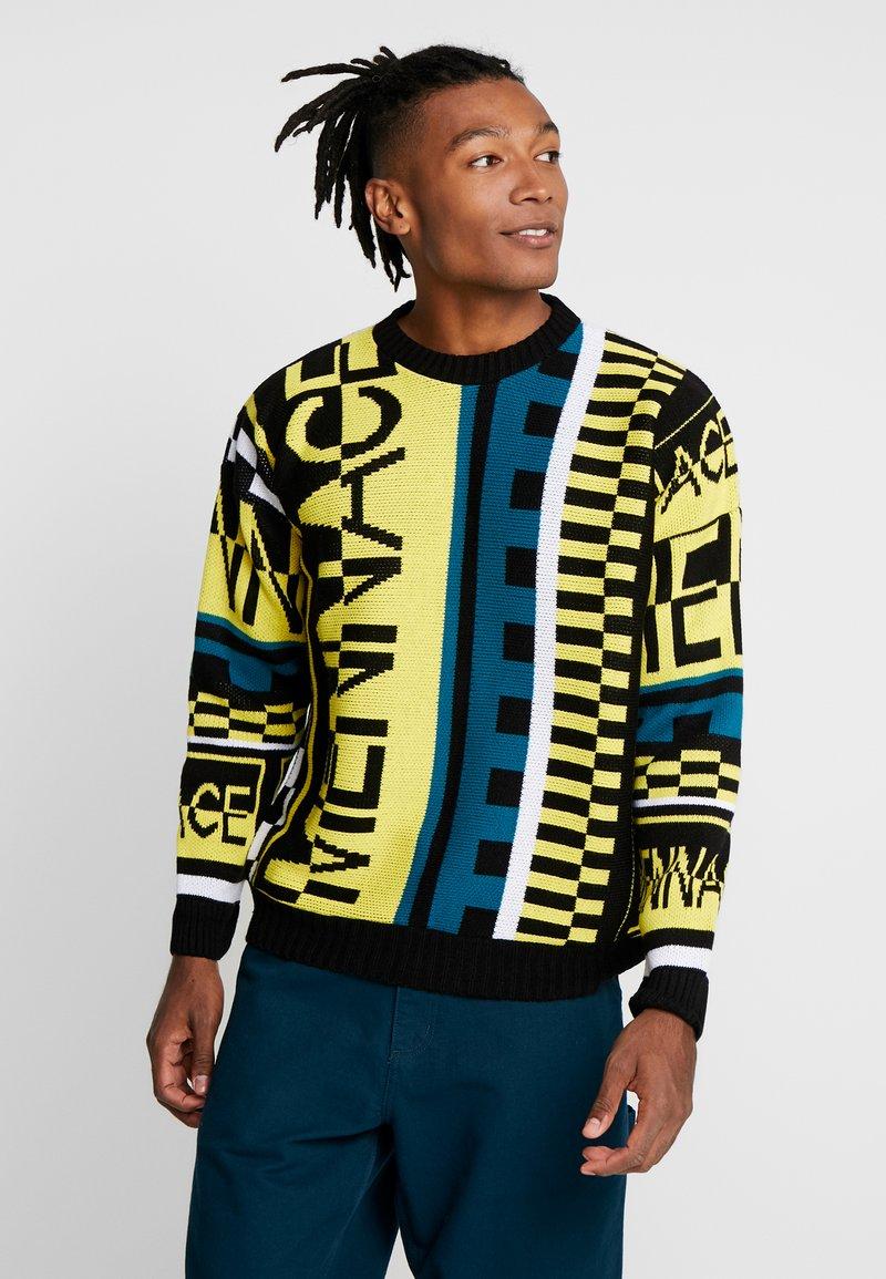 Mennace - ALL OVER DESIGN CREW NECK - Stickad tröja - yellow