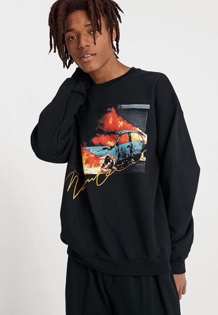 Mennace - BURNING CAR GRAPHIC  - Sweatshirt - black